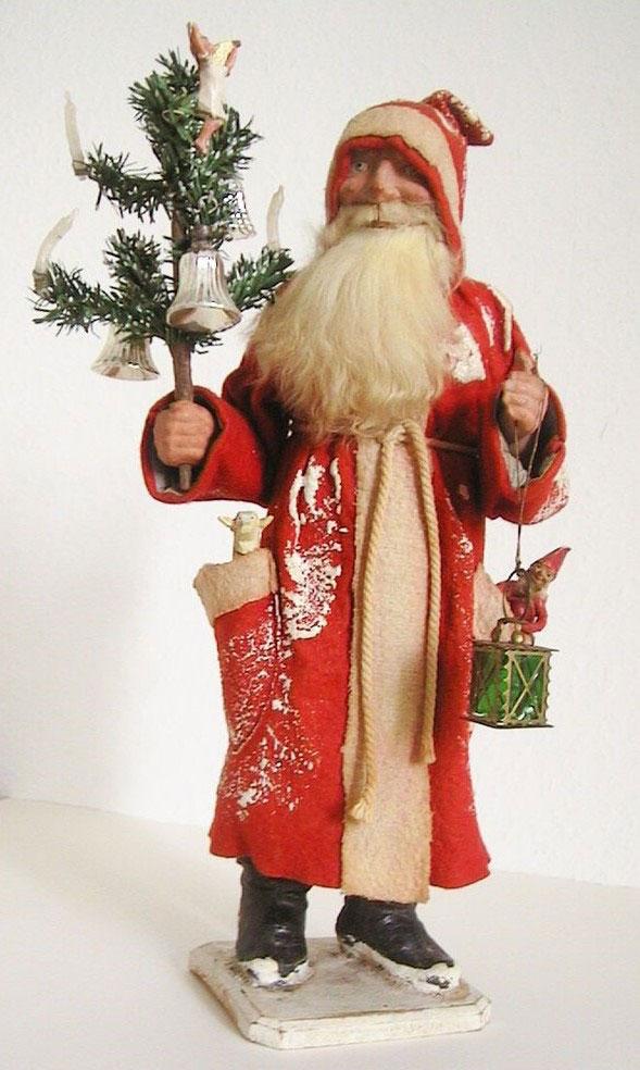 German Weihnachtsmann Figurine 2 C